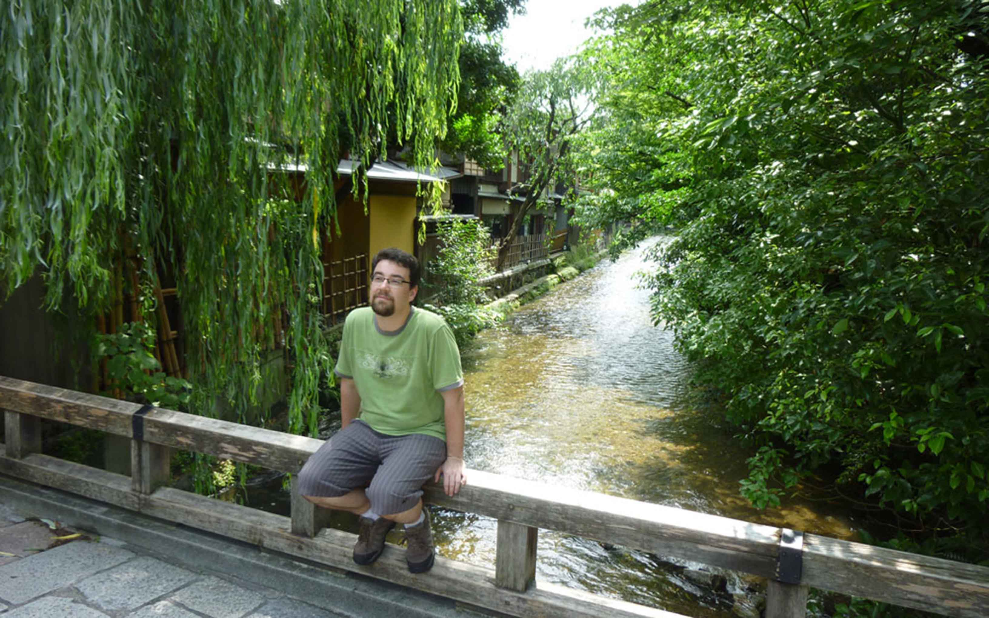 Andrew Johnstone relaxing on the Gion Tatsumi bridge in Kyoto.