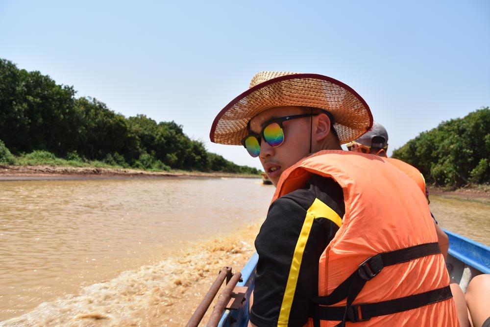 rongotai_historygeo_cambodia_floatingvillage_21
