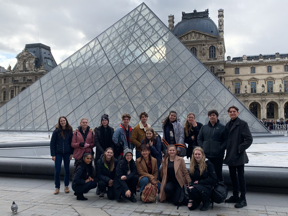 educational student tour Louvre, Paris